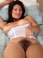 Perfect mature hairy pussy starts arousing show